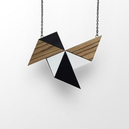 sui_wood_acrylic-necklace-windmill_black chain_1