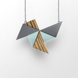 sui_wood_acrylic-necklace-windmill_black chain_4