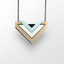 sui_wood_acrylic_heart-necklace- blue-_black chain_1
