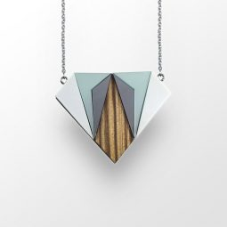 sui_wood_acrylic_necklace-diamant-1