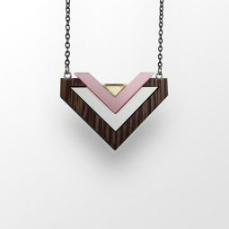 sui_wood_acrylic_necklace-heart_black chain_1