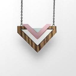 sui_wood_acrylic_necklace-heart_black chain_5